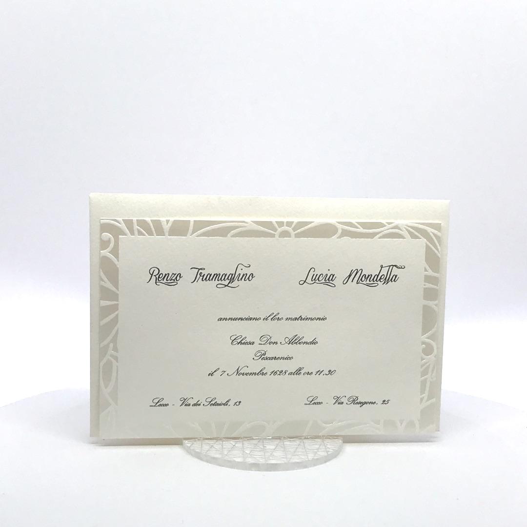 7ca9f5bbe9f4 Partecipazione matrimonio con cornice stampata a caldo perla F1331