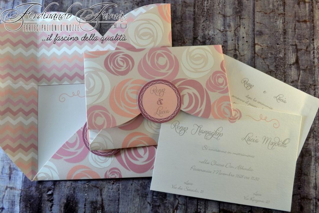 Partecipazione di nozze con porta biglietto con stampe floreali nelle tonalità del rosa 96367
