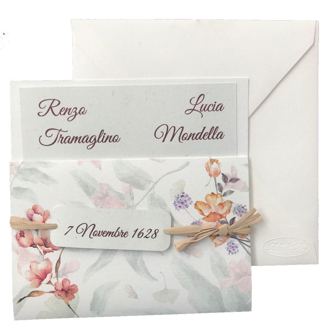 Partecipazione di matrimonio quadrata bianca con decori floreali e nastro in raffio F1552