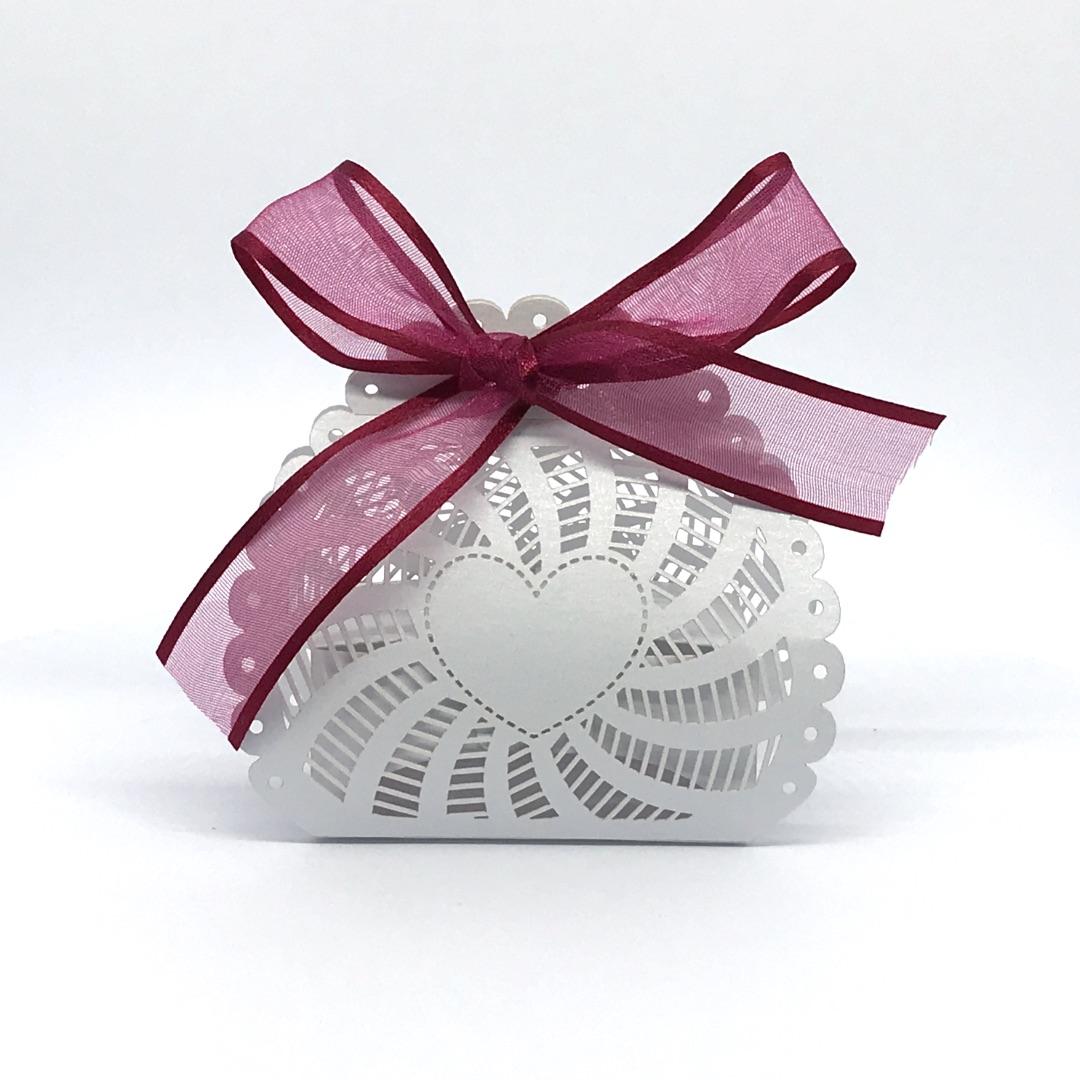 Scatolina cuore porta confetti perlata bianca