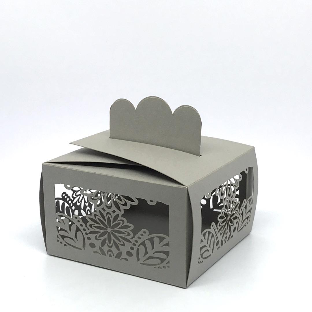 scatolina porta confetti rettangolare fiori e foglie in carta colore grigio