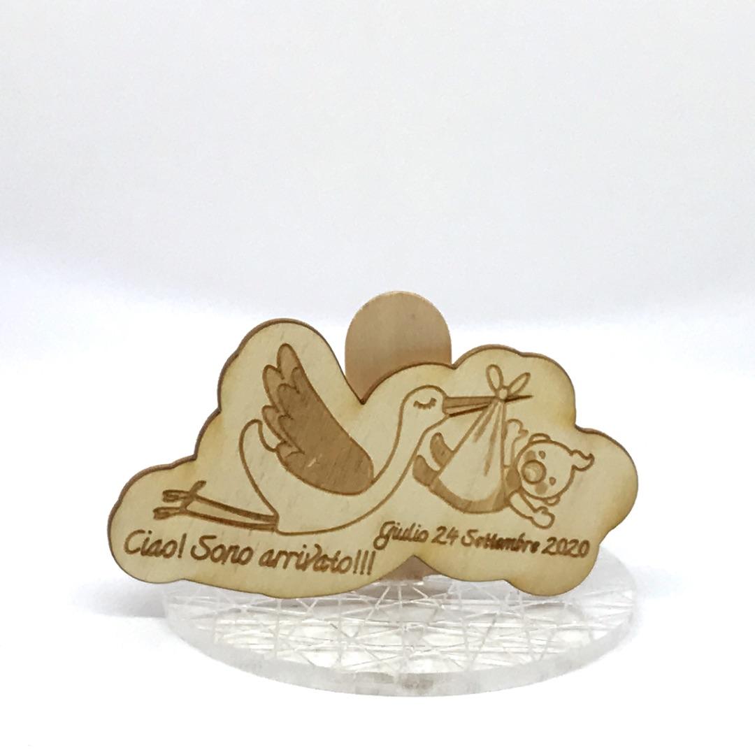 ricordino nascita in legno con cicogna
