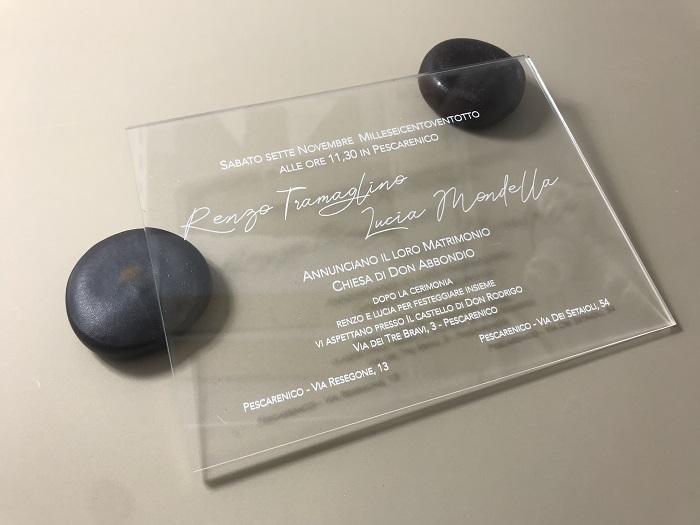 Partecipazione in plexiglass trasparente rettangolare stampa bianca