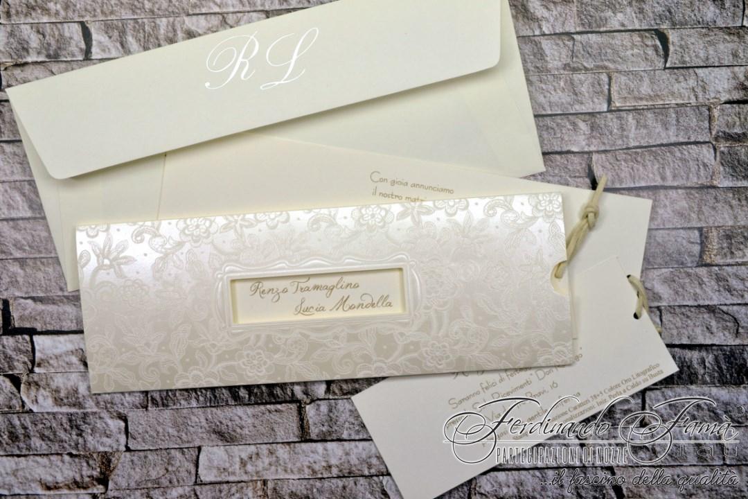 Partecipazione matrimonio avorio con fiori stilizzati a caldo perla 110.838