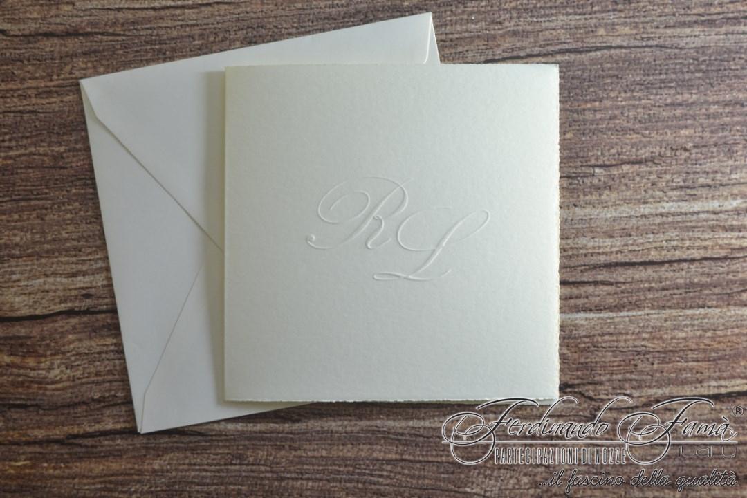 Partecipazione di nozze avorio classica quadrata a libro taglio sfrangiato 110.844
