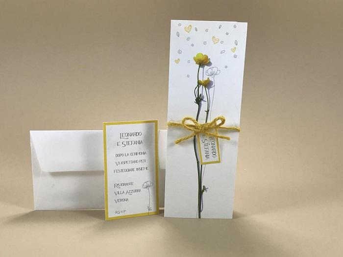 Partecipazione di matrimonio tipo segnalibro con fiore giallo e verde 110.919