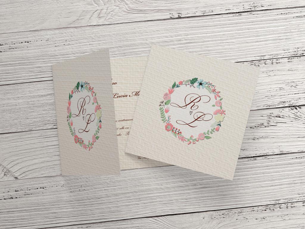 Partecipazione di nozze con stampa effetto martellato e cerchio di fiori F1539