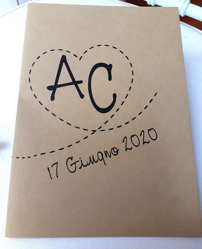 Libretto messa matrimonio in carta rustica marrone personalizzato con iniziali sposi tema viaggio