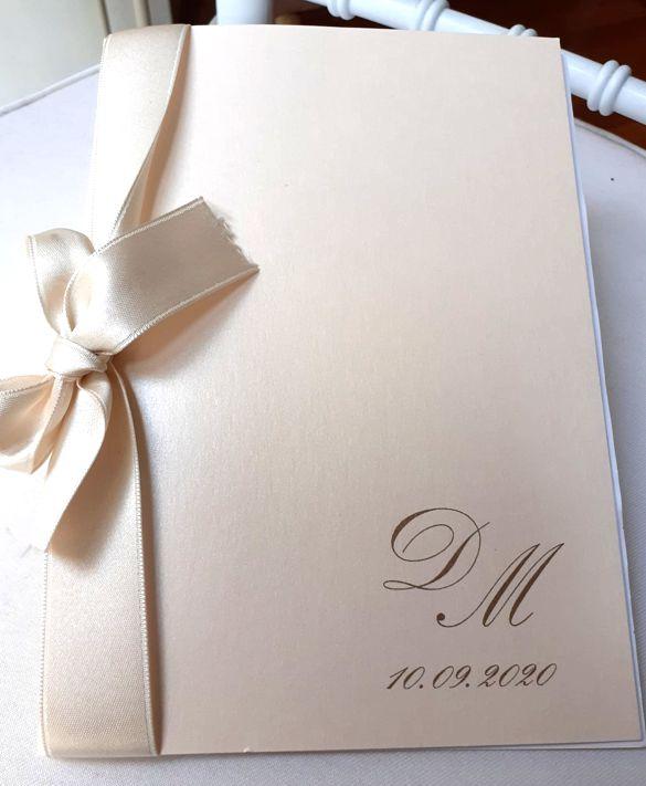 Libretto messa matrimonio in carta perlata rosa con grande fiocco rosa in raso