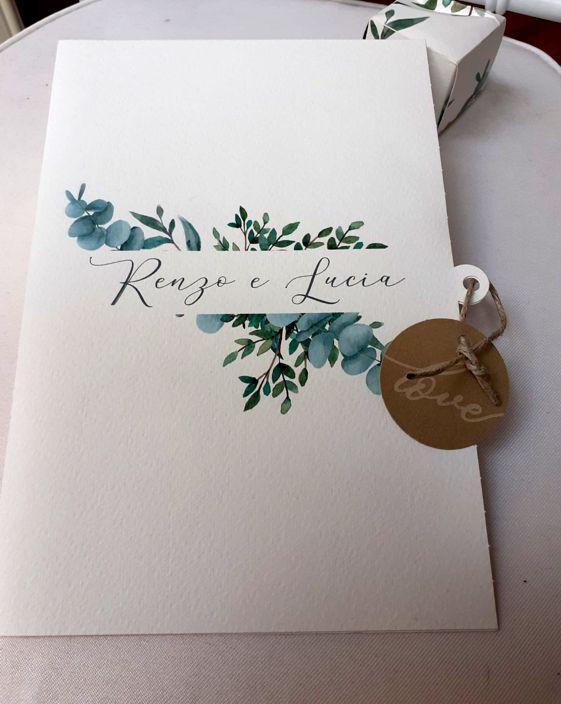 libretto messa matrimonio stile shabby nei colori verde e marrone con nomi sposi e spago